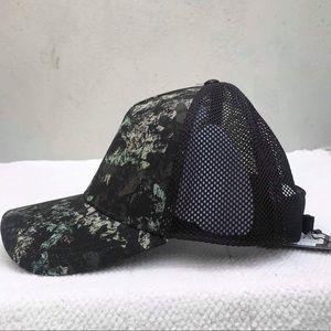 LULULEMON comission hat